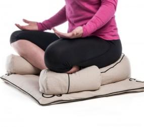 Zabuton en posture de yoga ou méditation