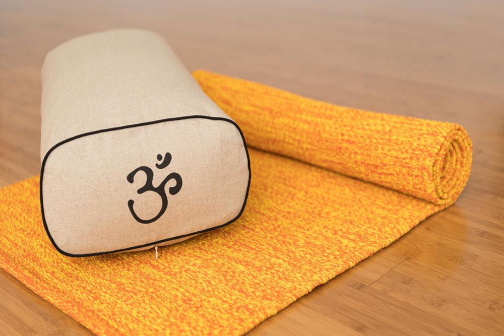 Tapis de yoga de coton tiss la main conforauly for Housse tapis yoga
